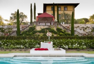 The luxurious home of a world-renowned entertainer combines the traditional romance the Tuscan landscape with art deco flair.